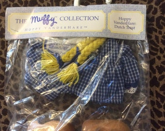 MIP The Muffy Collection Hoppy VanderHare Dutch Treat Outfit Muffy VanderBears Best Friend