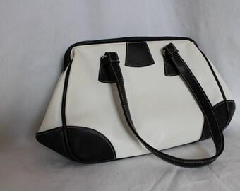 Vintage black and white atmosphere shoulder bag made of leatherette.vintage bag.shoulder bag.vintage shoulderbag.vintage assecoire.