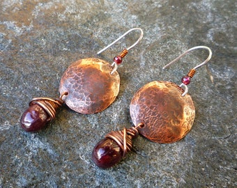Garnet earrings, Rustic earrings, Round earrings, Copper jewelry, Dangle & Drop earrings, Hammered copper, Artisan jewelry