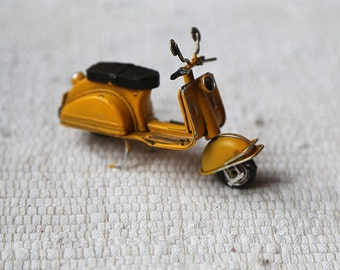 Lambretta for dolls. Scooteer for dolls. Accessory. Decor.