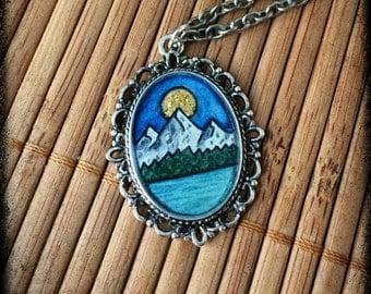 miniature landscape pendant hand painted montagnes lac nature resin original