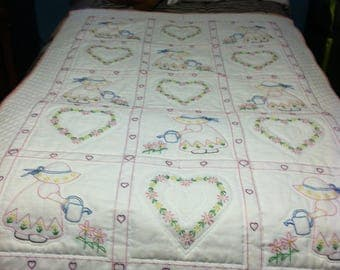 Hearts and Bonnets Crib Quilt