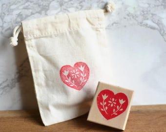 Naïve floral heart stamp