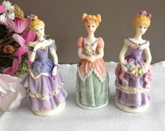 Figurine de collection marquises. petites statuettes princesses. Poupées de décoration style XIXème siècle. POupées miniatures robe duchesse