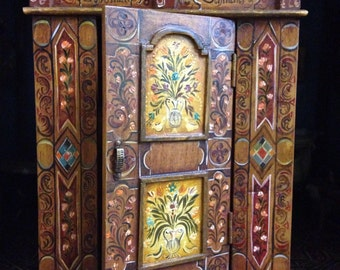 Polychrome wardrobe. Hand painted furnitures. 1:12