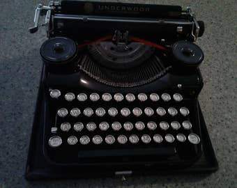 Vintage Underwood Portable Four Bank Keyboard Typewriter VERY GOOD CONDITION