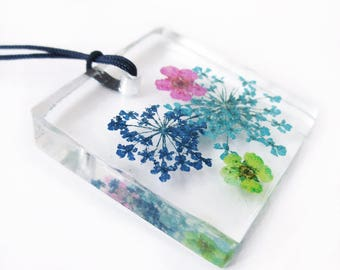 Pendant Gaia square flowery resin - colored dried flowers nature jewelry