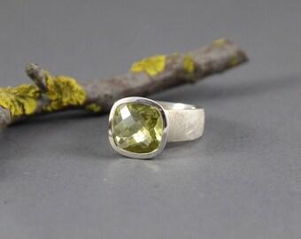 Antique briulett cabochon silver ring green Lemonquarz