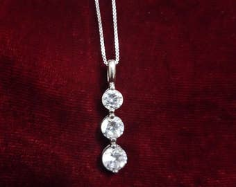 Silver Chain with pendant that has 3 clear stones