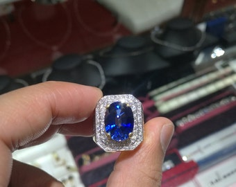 9 carat blue sapphire mens ring set with 18kt yellow gold and diamonds