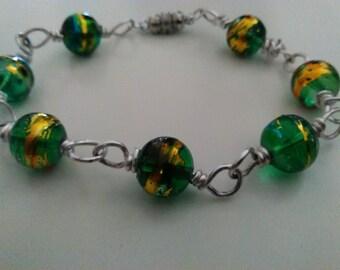 Wire bracelet with glass beads