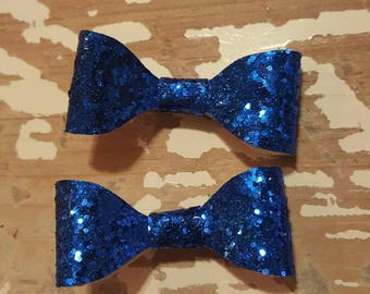 2in royal blue glitter piggie sets on clip.