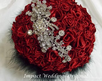 Handgemachte Band rose Hochzeit Bouquet einschließlich Bling Stücke und Feder Kragen. Wahl der Farbband an Ihre Bedürfnisse anzupassen.