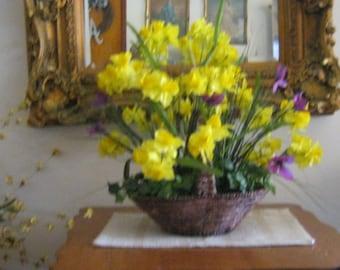 ing, basket,center piece,buttercup basket/office/hotel/Pixel ID: 1947121065518659