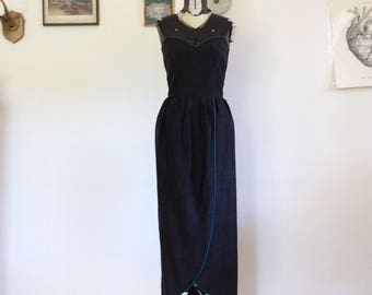 Black cocktail dress with Sweetheart neckline style silk 40s, weddings and parties.