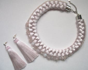 A gentle pink set in combination with beads and a stone of pink quartz.