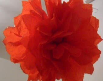 3 pom-poms in red paper of 20/30 and 40 cm to 4.80 euros.