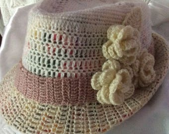 Chic and stylish hat for women with its small Decor roses