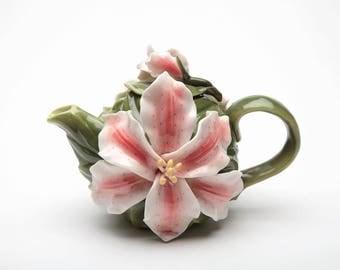 Lily Teapot (56632)