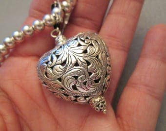 SALE>Fabulous Italian LARGE Sterling Silver Puffed HEART Pendant>Easy on/off clasp>Filigree>Intricate Open Silver work>> Excellent condition