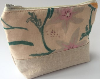 Nani Iro Floral Linen Make Up Zipper Pouch