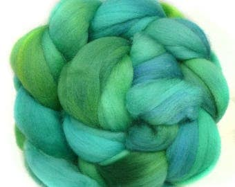 SUPERWASH MERINO roving top handdyed wool spinning fiber 3.9 oz