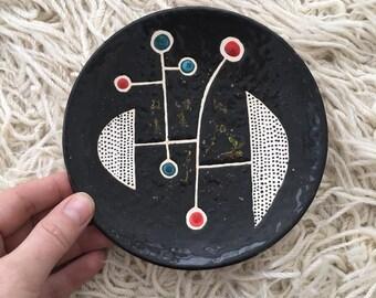 Modernist plate, wall art - Black
