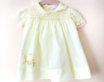 Vintage Baby Dress / Vintage Yellow Smocked Baby Dress / Bird Baby Dress / Size 0-3 Months