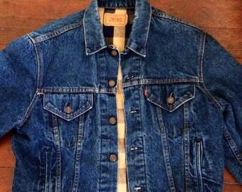 Vintage mens 1980's Levi flannel lined jean/denim jacket. Size large