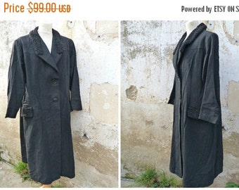ON SALE 20% Vintage 1940/1950 French wool black coat with Persian lamb finishings  size L/Xl
