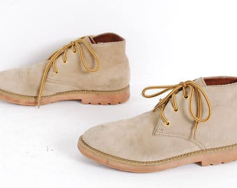 size 9.5 GRUNGE beige suede leather 90s CHUKKA lace up ankle boots