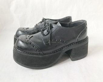Vintage Platform Club Kid Lace Up Chunky Oxfords .  Size 6