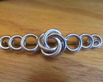 Loop brooch