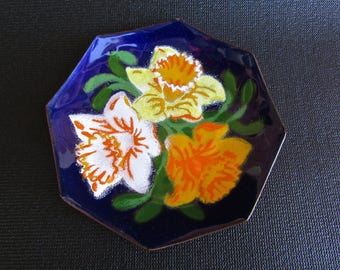 Annemarie Davidson Decorative Octogonal Enamel Plate featuring Daffodils, Mid Century Metal Arts Movement