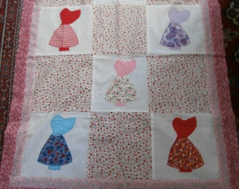 VINTAGE SUNBONNET QUILT Top 30 x 38 inches with bonus matching backing