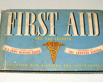 Vintage 1942 WW2 MILITARY First Aid For the Injured US Army Medical Corps Book