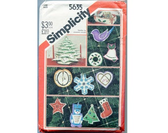 Craft Pattern - Felt Christmas Ornaments and Card Holder - Simplicity 5635 Bird Bell Tree Soldier Star Wreath Heart Snowflake Stocking Ball