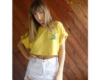 extra 30% off sale . . . Graphic Print Yellow Crop Tee Shirt - Vintage 90s - LARGE