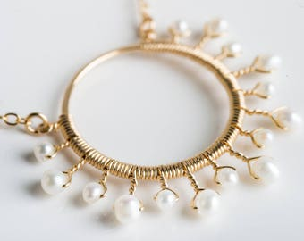 Nuria Med Starburst Necklace w/ White Pearl in Gold