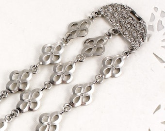 Flower Linked Vintage Bracelet - Ornate Ends - Light Silver Tone Metal - Hey Viv Vintage Jewelry