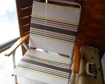 Retro Vintage Outdoor Folding Lawn Chair Aluminum Webbed fabric 50s wood arms