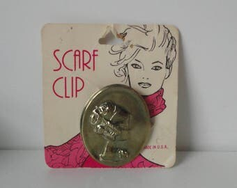 Vintage Gold tone metal Cameo-like Scarf Clip in its Original Card.