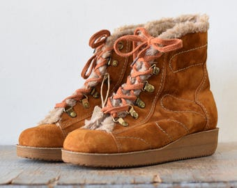 70s suede boots, vintage 1970s sherpa lined boots, wedge heel ankle boots, size 7 boots