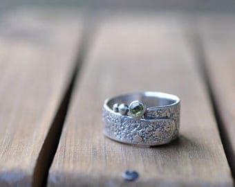 xX 25% SALE Xx Sterling Silver Peridot Ring, Oxidised Sterling Silver Stacking Ring, Rustic Gemstone Metalwork Ring - Rustic Wrap in Peridot
