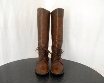 Sz 9 Vintage tall brown leather 1990s women flat lace up riding boots.