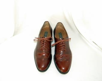 Sz 9 Vintage Brown leather 80s Men Italian made flat lace up wingtip shoes.