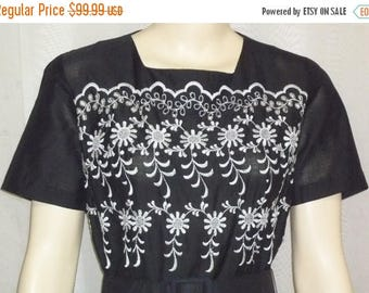 ON SALE Vintage Judy Sue Dallas Black Embroidered Lace Full Circle Dress Small