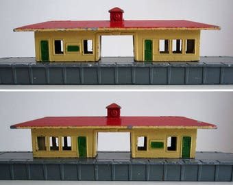 Vintage toy train railway station / 1950s-60s Lone Star cast metal station