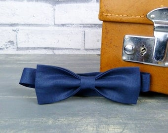 Skinny Bow Tie - Navy Blue Irish Linen