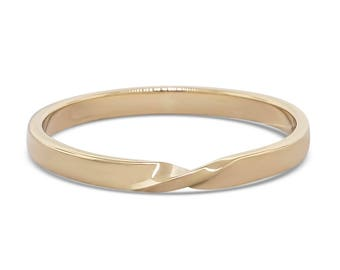 Gold mobius ring • twist ring • great as a stacking ring, an engagement ring or a wedding band